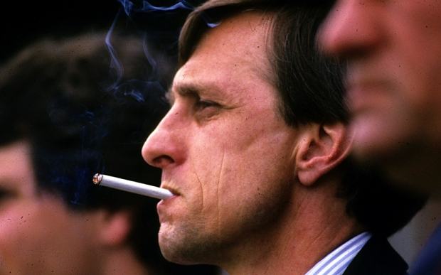 Johan Cruyff smoking on the touchline - 06 Dec 2006