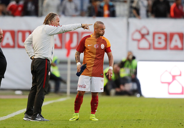 GOTHENBURG, SWEDEN - JULY 30: Jan Olde Riekerink, head coach of Galatasaray and Wesley Sneijder of Galatasaray during the pre-season Friendly between Manchester United and Galatasaray at Ullevi on July 30, 2016 in Gothenburg, Sweden. (Photo by Nils Petter Nilsson/Ombrello via Getty Images)