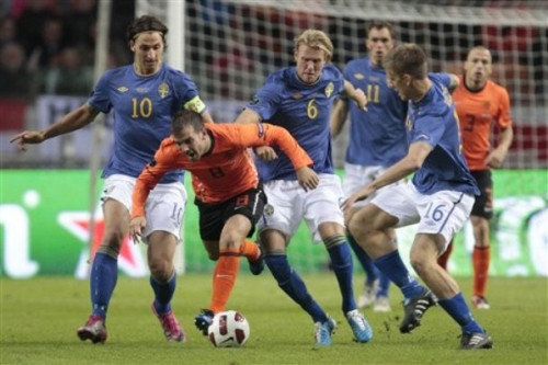 Rafael van der Vaart of the Netherlands, center, is challenged by Zlatan Ibrahimovic, Ola Toivonen, and Pontus Wernbloom of Sweden during their Euro 2012 Group E qualifying soccer match at ArenA stadium in Amsterdam, Netherlands, Tuesday Oct. 12, 2010. The Dutch won the match with a 4-1 score. (AP Photo/Peter Dejong)