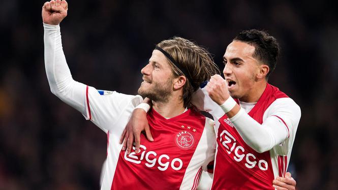 2017-04-05 22:25:20 AMSTERDAM - Lasse Schone van Ajax viert met Abdelhak Nouri zijn 3-1. Ajax speelt in de eredivisie tegen AZ. ANP OLAF KRAAK