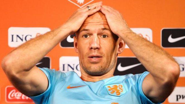 2017-08-30 18:07:19 SAINT-DENIS - Arjen Robben van het Nederlands elftal tijdens de persconferentie in het Stade de France in aanloop naar de WK-kwalificatiewedstrijd tegen Frankrijk. ANP VINCENT JANNINK